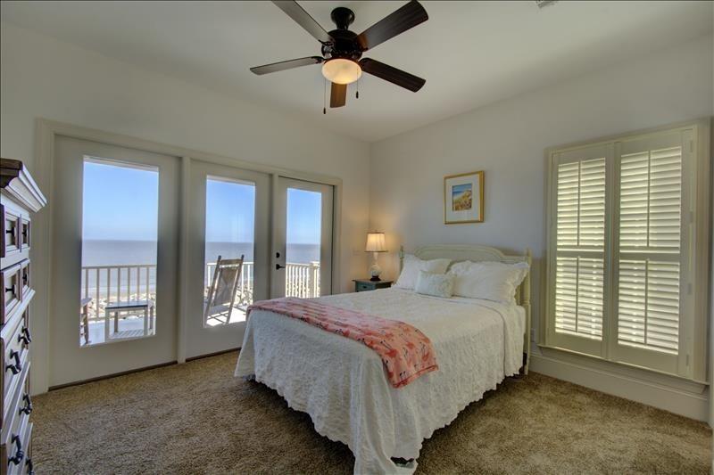 South Bedroom (Queen)