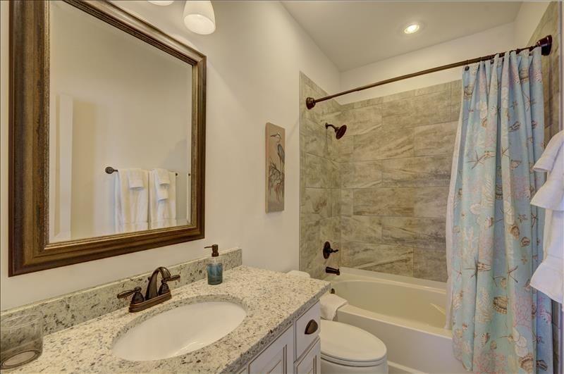 North Bedroom Bath Tub/Shower