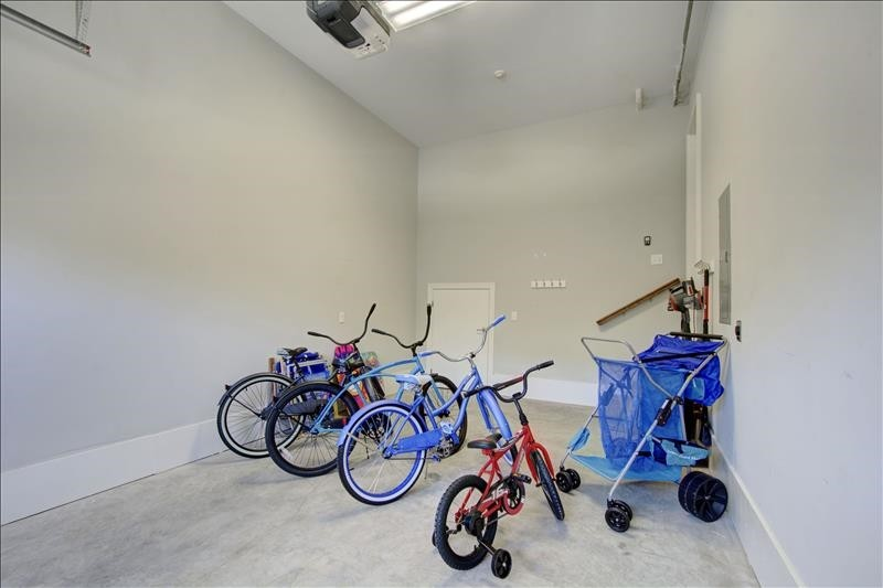 Garage 3 Adult Bikes, 1 Child Bike, Beach Caddy