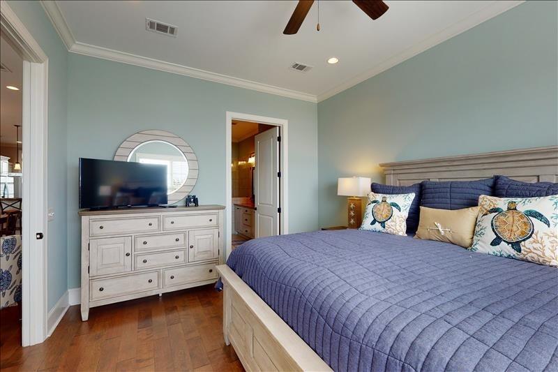 Master Bedroom Suite KING