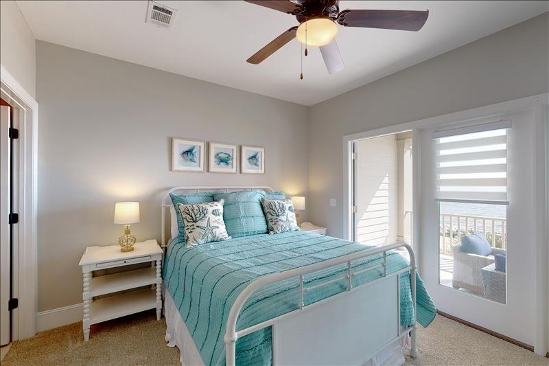 North Guest Bedroom Suite QUEEN
