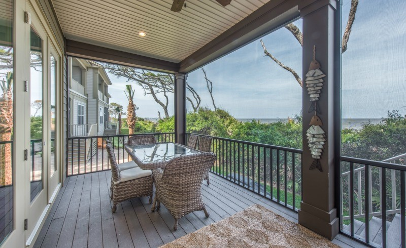 Outdoor Dining Area in Screened In Porch
