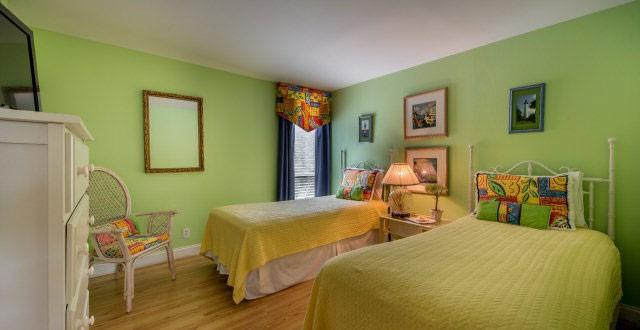 Guest Bedroom 2nd Floor (2 Singles)