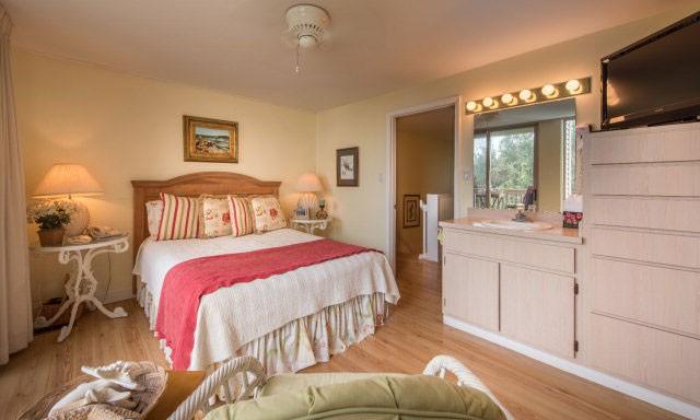 Bedroom (2nd floor-1 Queen)