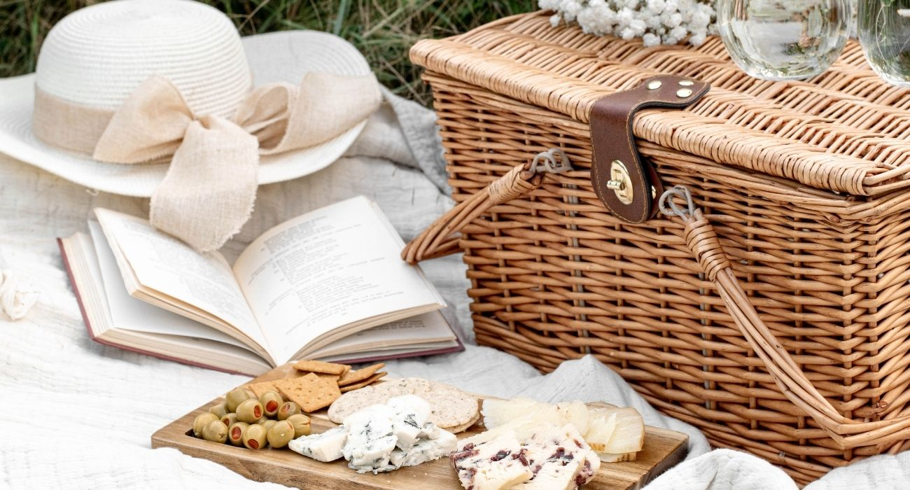 picnic basket setup